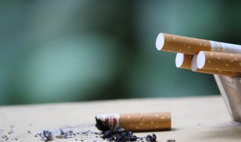 Political parties should commit to phasing out the sale of cigarettes in Australia by 2030