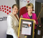 Former Federal Health Minister presented with a major tobacco control award